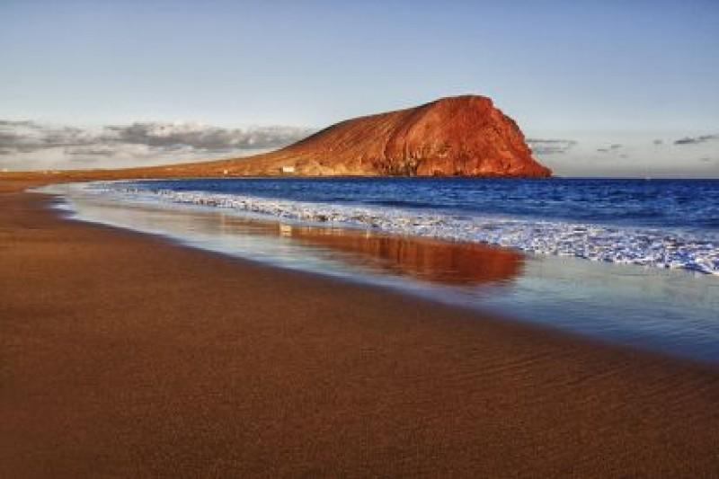 Пляж с желтым песком Ла Техита, Остров Тенерифе.