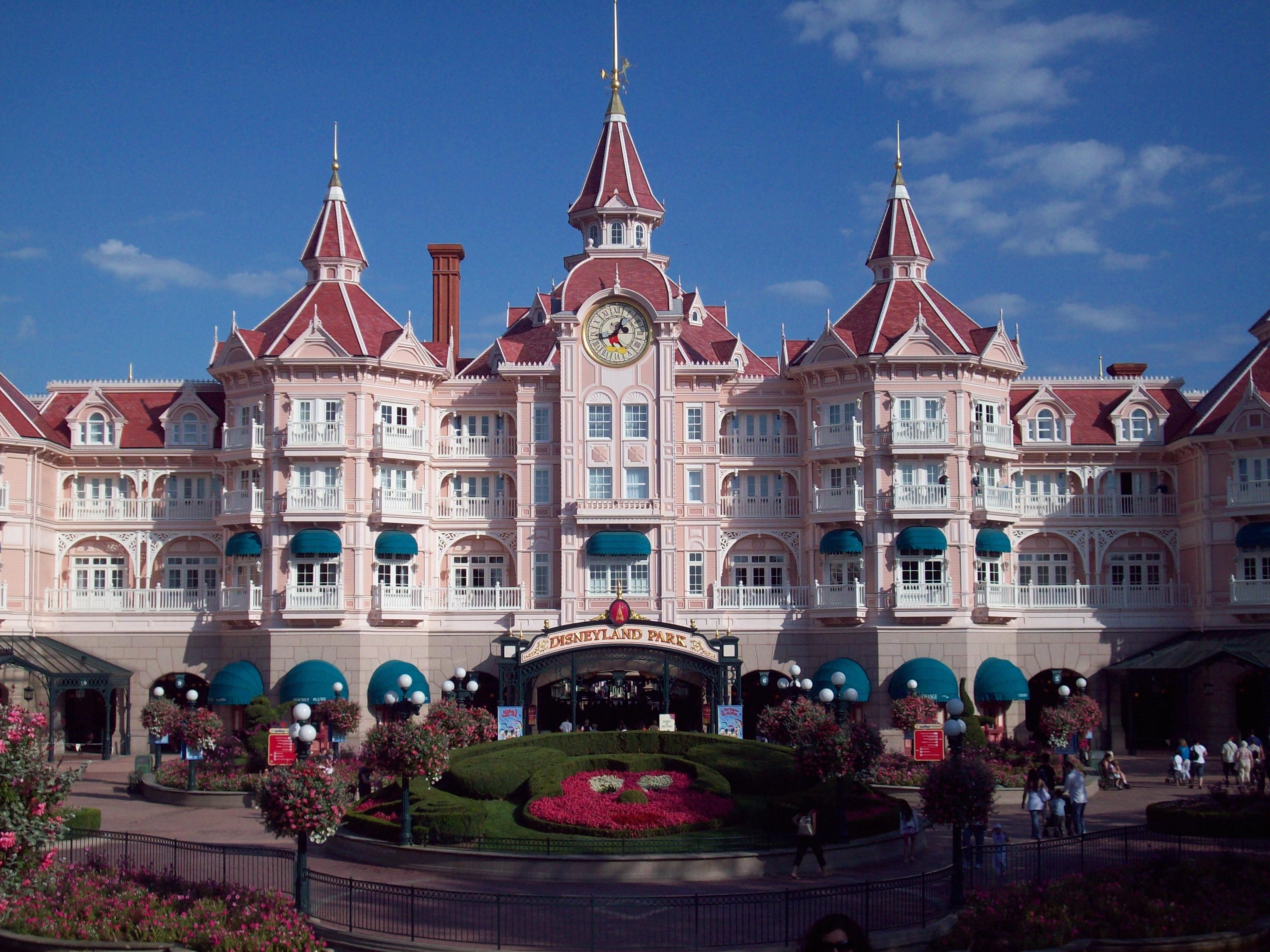 Disneyland hotel paris pictures