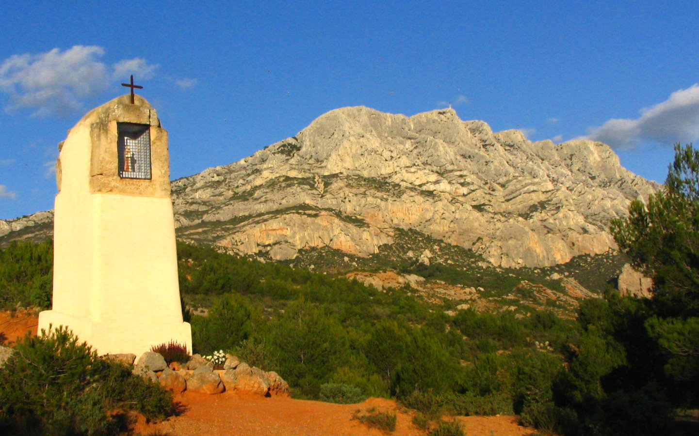 sainte victoire divorced singles dating site Dating biographers do not agree on the picture's dating and position within the series lionello venturi dated it from 1883–87, and georges rivière placed it in the mid-1870s.