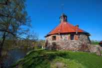 Kaikkien pyhien kirkko каменная крепость в закрытый город приозерск.  Грасписание электричек.